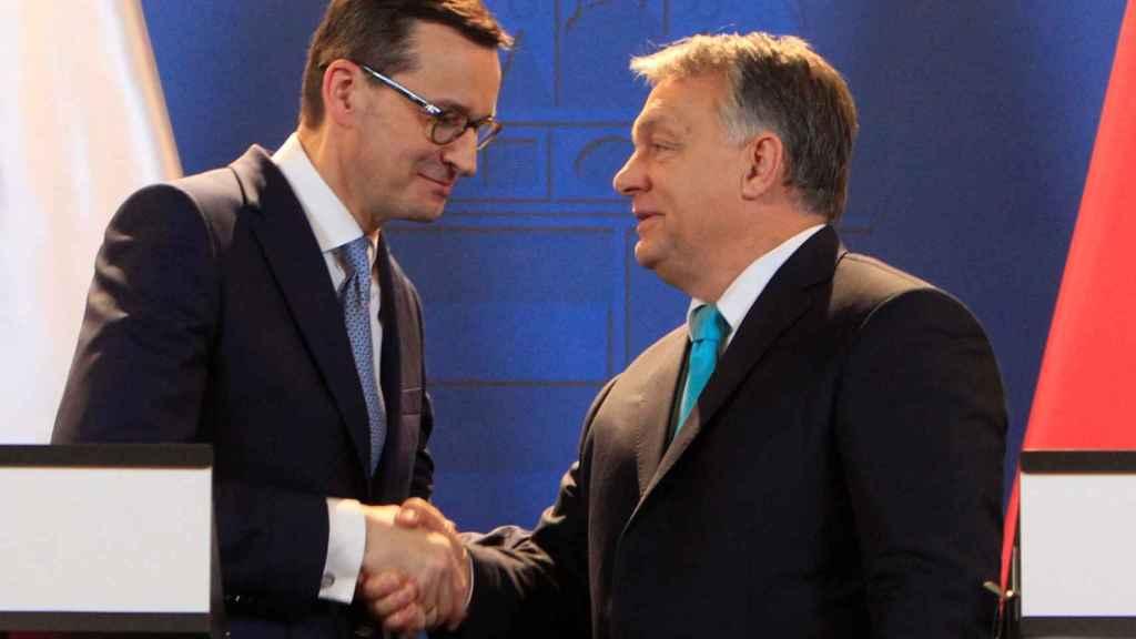 Los primeros ministros de Polonia y Hungría,  Mateusz Morawiecki y Viktor Orban
