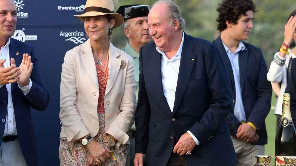 El rey Juan Carlos junto a la infanta Elena en una imagen reciente.