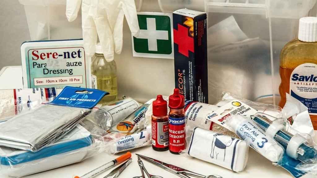 : En tu botiquín casero incluye apósitos de cura en ambiente húmedo (CAH) para acelerar la cicatrización de las heridas.