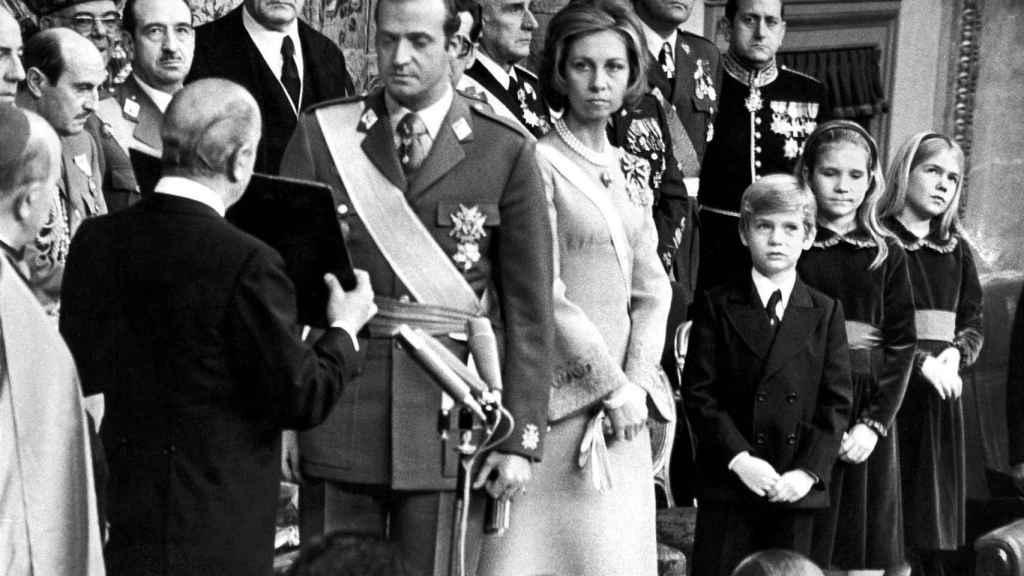Tras la muerte de Franco, don Juan Carlos fue proclamado rey de España el 22 noviembre de 1975.