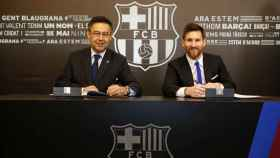 La firma del nuevo contrato de Messi con Bartomeu.