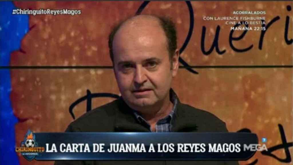 Juanma Rodríguez en El Chiringuito leyendo su carta a los Reyes Magos. Foto: Twitter (@elchiringuitotv)