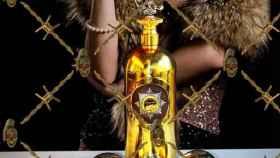 La botella de la Dartz Motor Company está hecha de oro, plata y diamantes