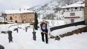 Los pueblos de La Rioja han quedado como verdaderas postales navideñas por la nieve caída.