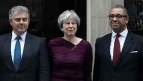 May posa con los nuevos 'fichajes' de su Gabinete