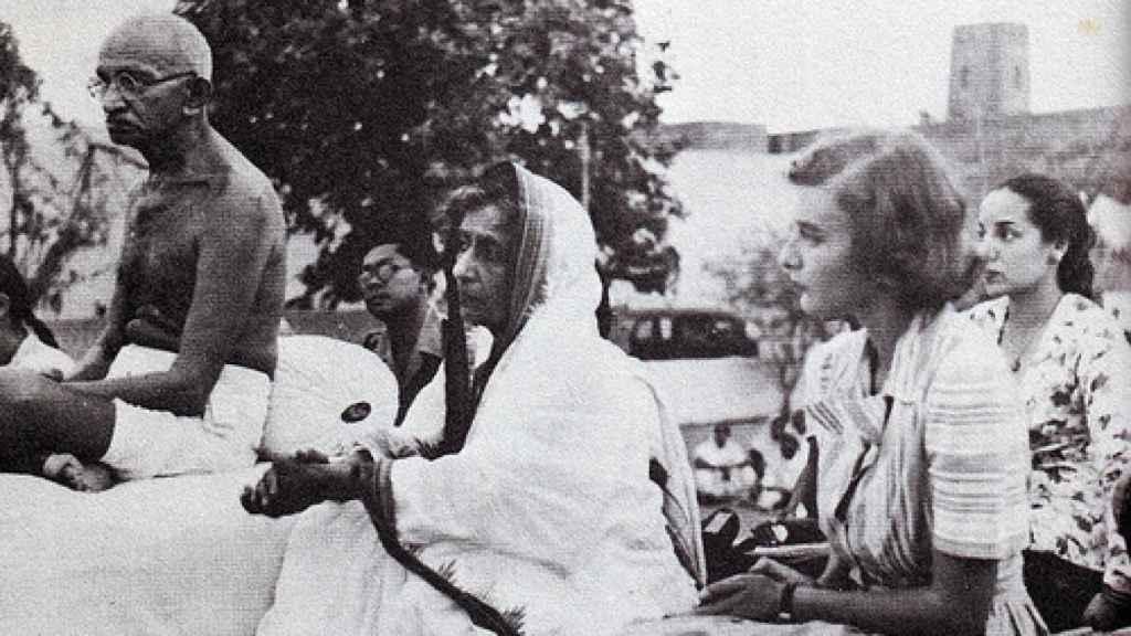 Gandhi con Pamela Mountbatten, 1947