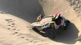Así quedó el Peugeot de Sébastien Loeb, que abandonó el Dakar.