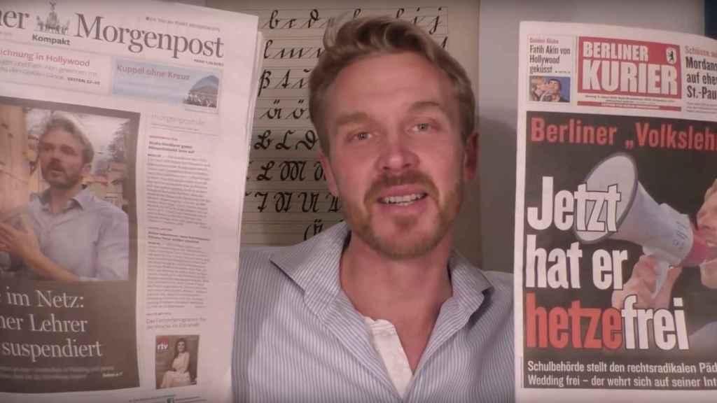 Nikolai en uno de sus vídeos como maestro del pueblo