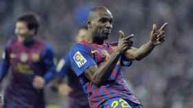 Abidal celebra un gol con el Barcelona.