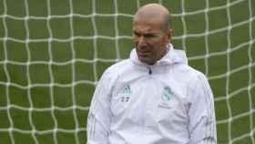 Zidane dirige un entrenamiento del Madrid. Foto: Twitter (@ChampionsLeague)