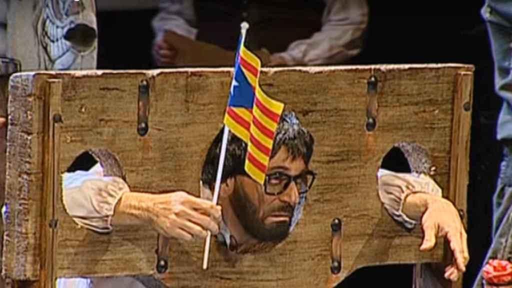 El líder separatista hace su aparición durante el popurrí de la chirigota.