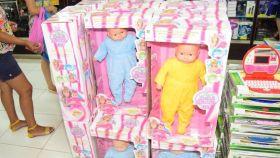 Las muñecas fueron decomisadas por las autoridades municipales que cerraron el establecimiento
