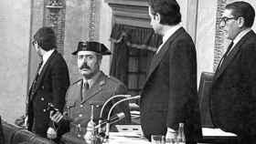 Tejero, armado, durante el 23 de febrero de 1981 en el Congreso.