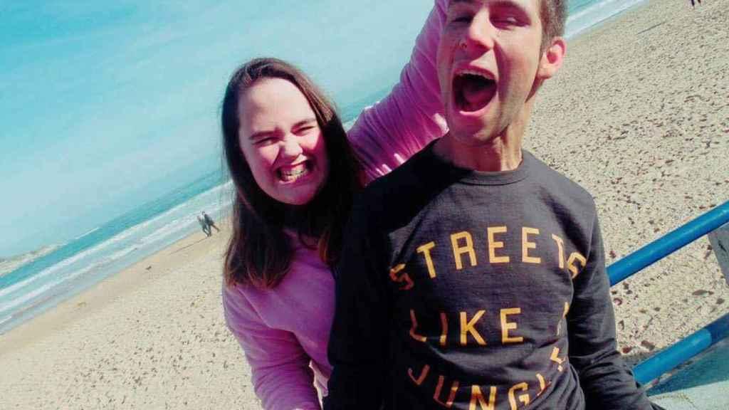 La pareja fallecida, en la playa