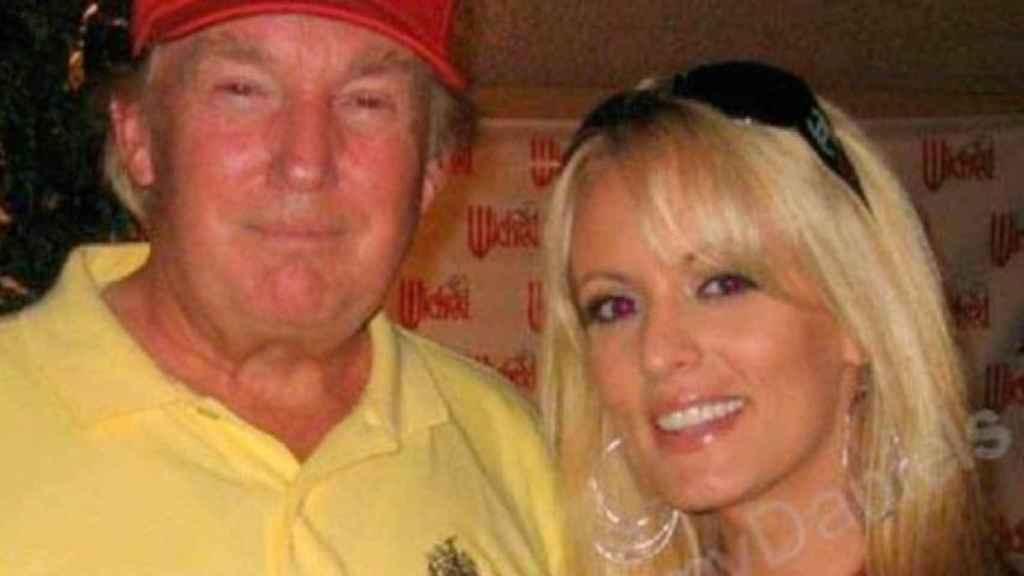 Imagen junto a Donald Trump, adquirida de su MySpace.