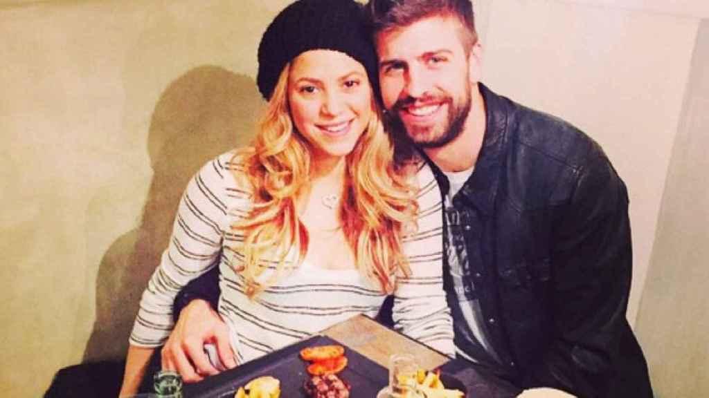 Shakira y Gerard Piqué en su hamburguesería.