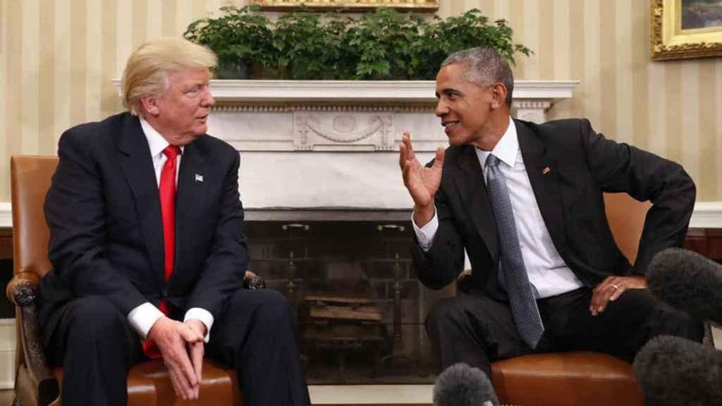 El presidente de EEUU, Donald Trump, junto al expresidente Barack Obama.