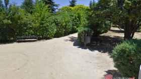 Segovia-parque-cementerio-encapuchado