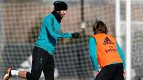 Benzema se ejercita junto a Modric