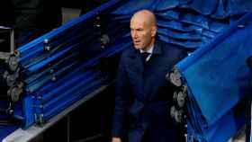 Zidane sale del vestuario en el duelo ante el Villarreal.