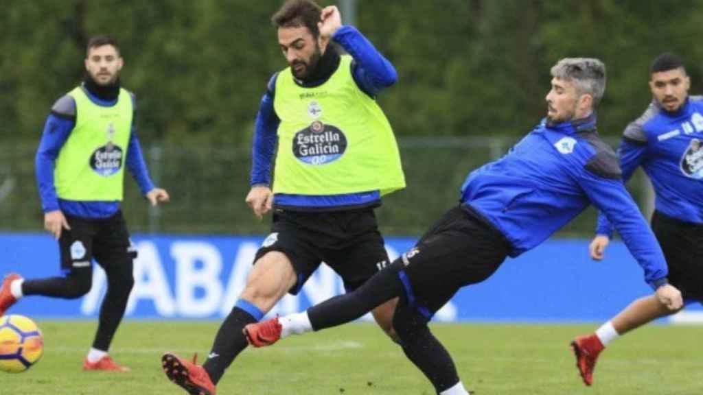 Adrián López durante un entrenamiento del Deportivo. Foto: Twitter (@RCDeportivo).