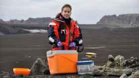 Belén Rosado estudia la deformación del volcán de la isla Decepción.