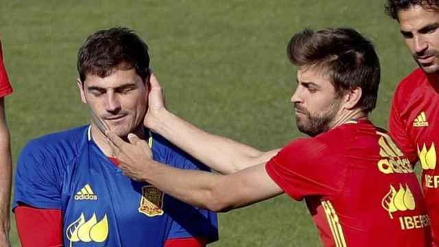 Iker Casillas y Gerard Piqué en la selección.