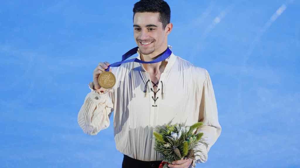 Javier Fernández con la medalla de oro.
