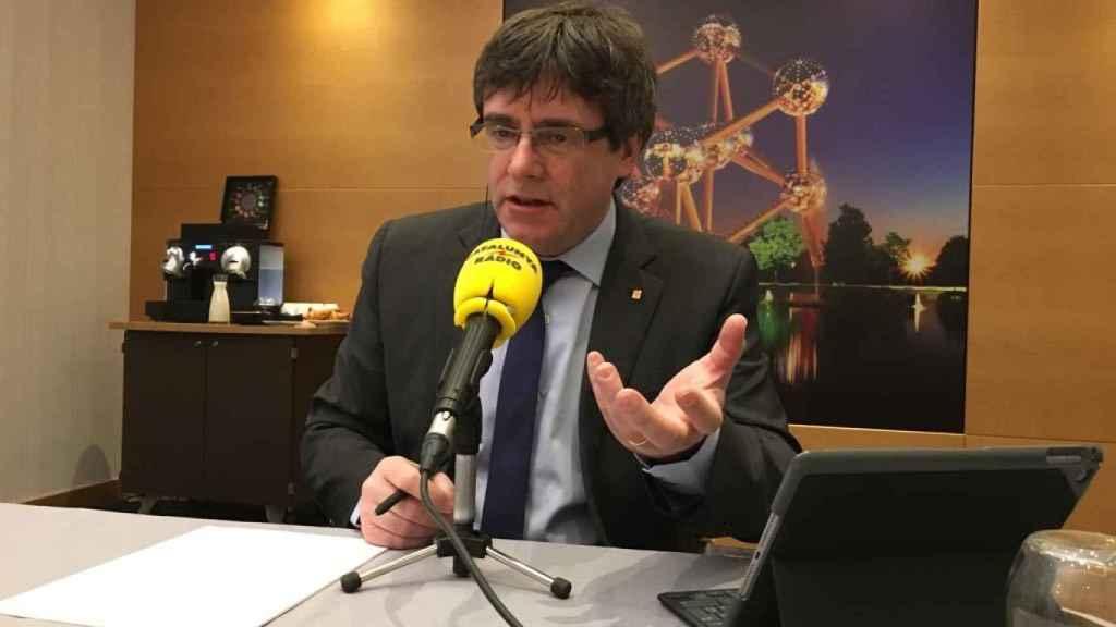 Puigdemont, durante la entrevista para Catalunya Ràdio desde Bruselas.