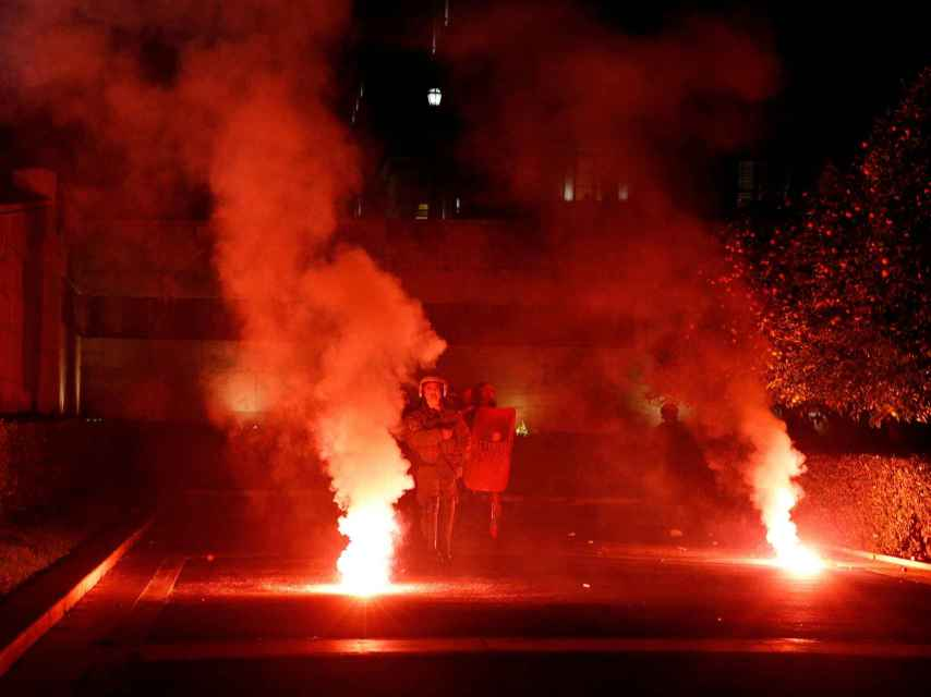 Protestas en las calles de Atenas por la aprobación de la última tanda de ajustes
