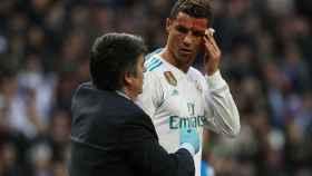 Cristiano Ronaldo se retira del campo sangrando.