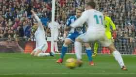 Gareth Bale, lanzando a puerta para marcar el primer gol al Deportivo