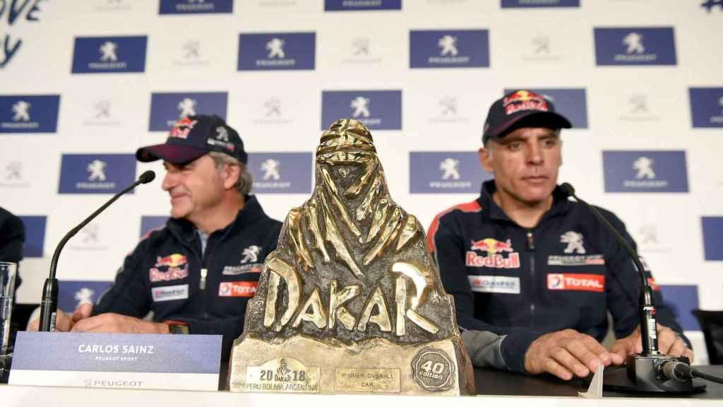 Sainz y Lucas Cruz, durante la rueda de prensa celebrada en Madrid tras ganar el Dakar.