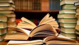 Cataluña llama censura a la retirada de libros de texto que mencionan la Corona catalanoaragonesa.