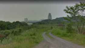 Esta especie de torre de vigilancia también puede verse en el recorrido del Street View de Google Maps