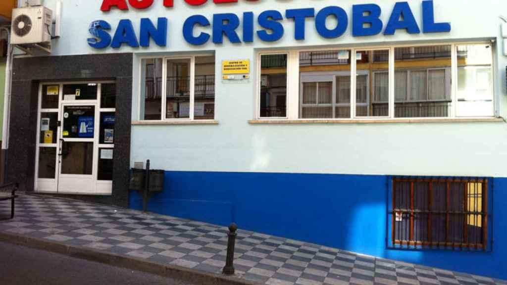 Fachada de la autoescuela donde estudia María Lapiedra.