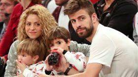 Shakira junto a su marido Gerard Piqué y sus hijos.