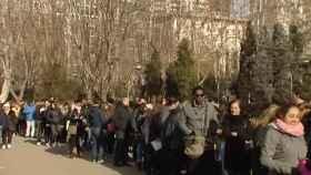 Miles de personas hacen fila en Madrid ante oferta laboral de un hotel. Atlas