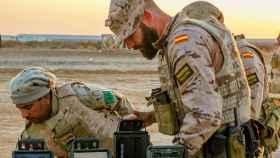 Soldado español adiestrando a las tropas iraquíes en su lucha contra el yihadismo.