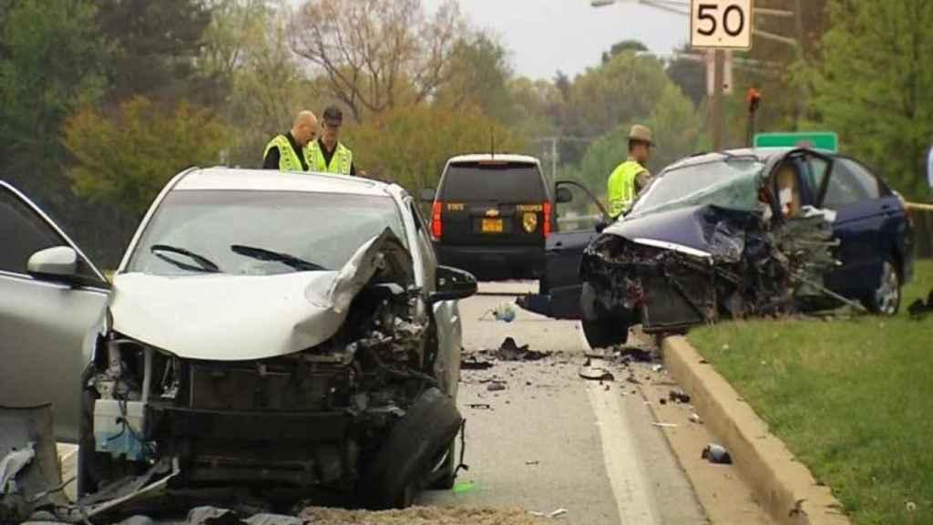 Los dos coches quedaron destrozados tras la colisión