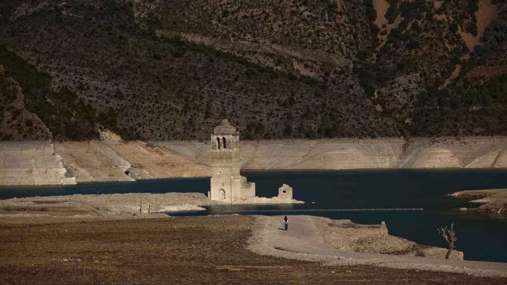 El campanario sumergido del embalse de Mediano, en Huesca.