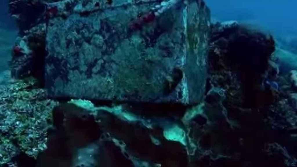 Una de las cajas encontradas en el submarino de Escobar