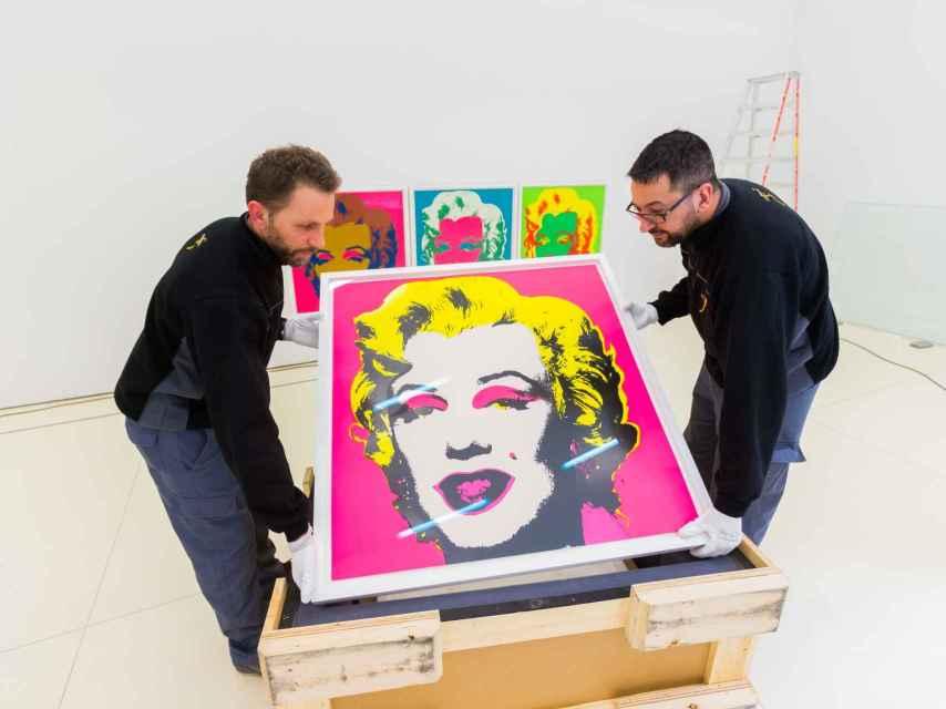 Montaje exposición Andy Warhol en CaixaForum Madrid.