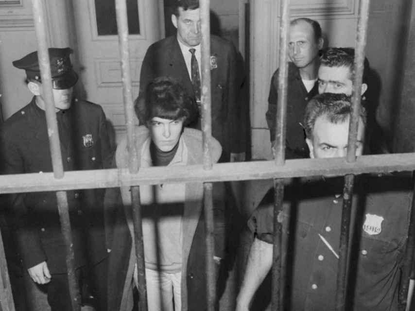 La escritora Valerie Solanas arrestada tras el intento de asesinato de Warhol.