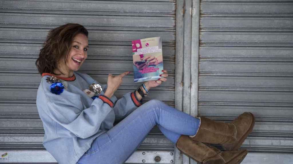 Chary Sánchez, autora del libro 'Me conformo con verte en línea' (Culbuks, 2016).