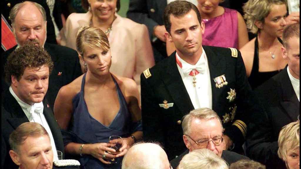 Eva Sannum y el príncipe Felipe en la boda de Haakon de Noruega y Mette Marit.