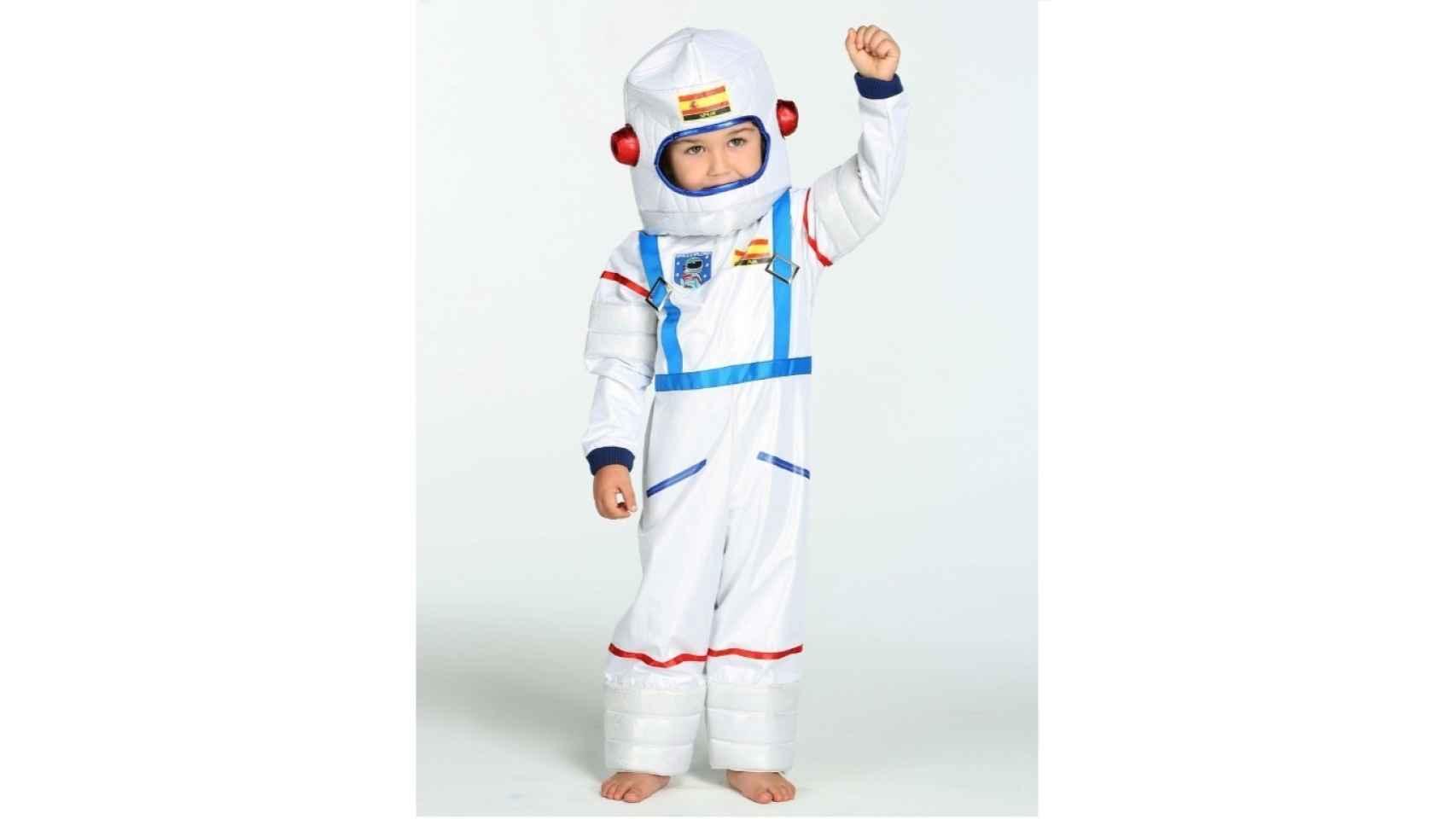 Un astronauta es ese personaje que, para los niños, está entre la realidad y la ficción. Todos quieren convertirse en uno, al menos, en algún momento de su infancia. Puedes hacerte con este disfraz aquí