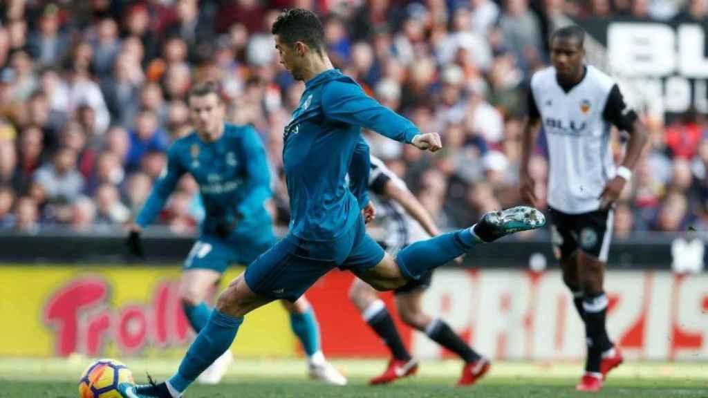 Cristiano marca de penalti contra el Valencia