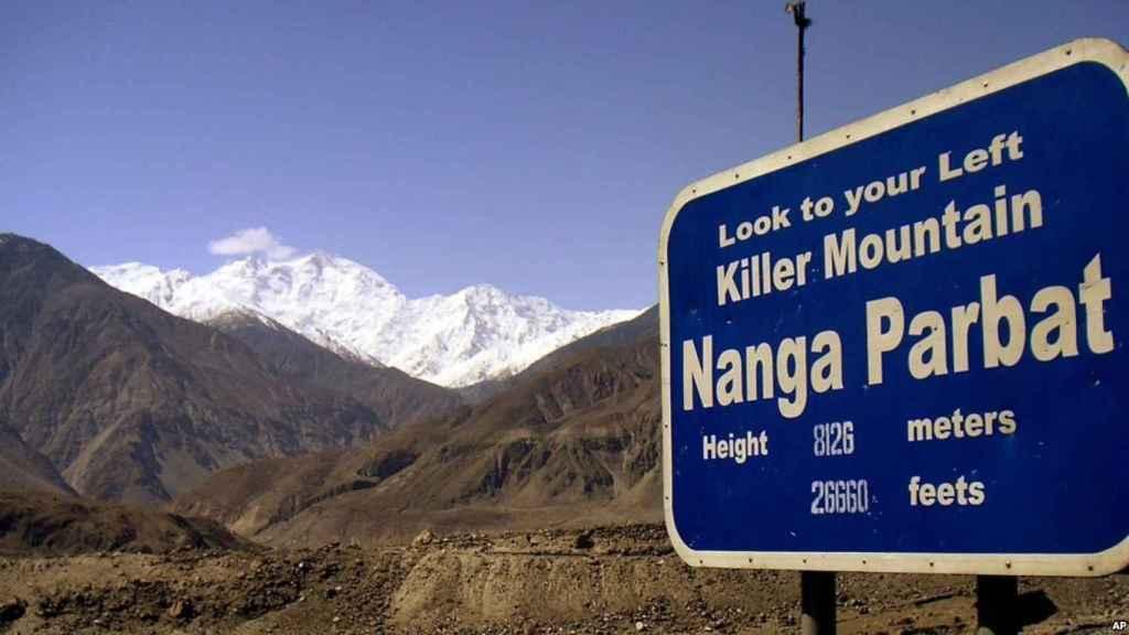 Cartel en la carretera de acceso al Nanga Parbat.