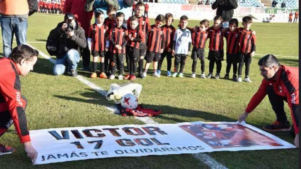 El homenaje a Víctor en el estadio Nuevo Vivero.